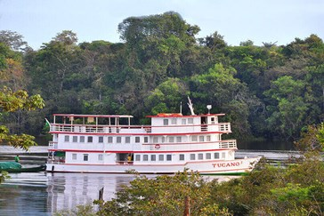 The authentic and comfortable Tucano Amazon cruise