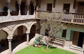 Colonial interior courtyard architecture