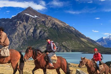 Horseriding treks: daytrips or camping overnight